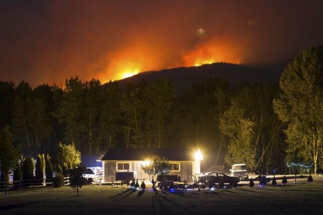 Selon le Service d'incendies de forêt de la... (La Presse canadienne, Darryl Dyck)