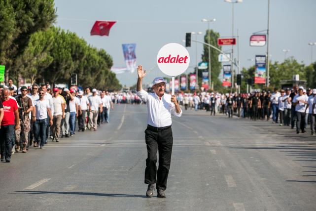 La marche du chef du Parti républicain du... (AFP, GURCAN OZTURK)