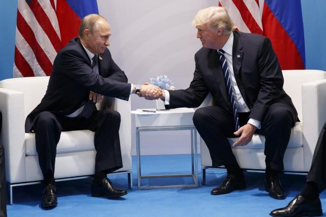 Les présidents russe et américain, Vladimir Poutine et... (PHOTO AP)