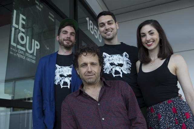 Le réalisateur Carl Tremblay aux côtés des acteurs... (Olivier Croteau)