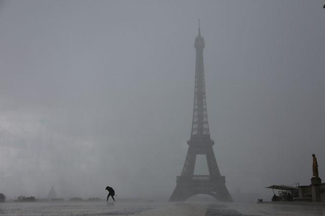 Au total, dimanche soir, la capitale française a... (AFP)