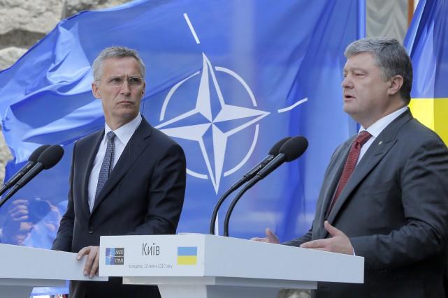 Le secrétaire général de l'OTAN Jens Stoltenberg et... (AP)