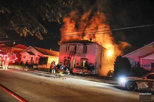 Un incendie a lourdement endommagé une maison à... (Photo Le Quotidien, Gimmy Desbiens)