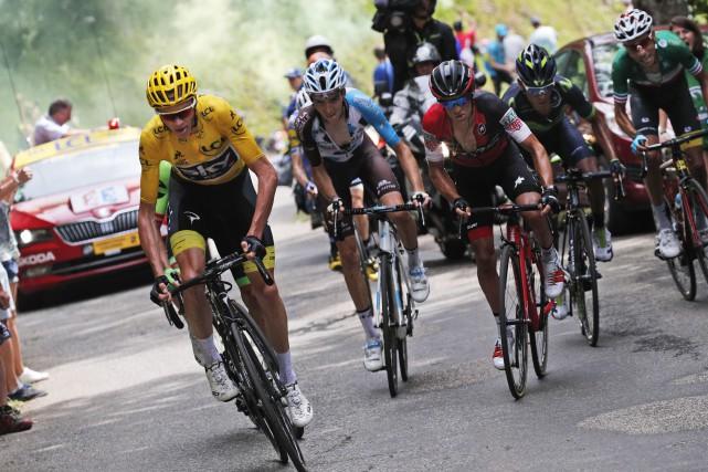 Le Britannique Christopher Froome, en jaune, a t-il... (AP, Christophe Ena)