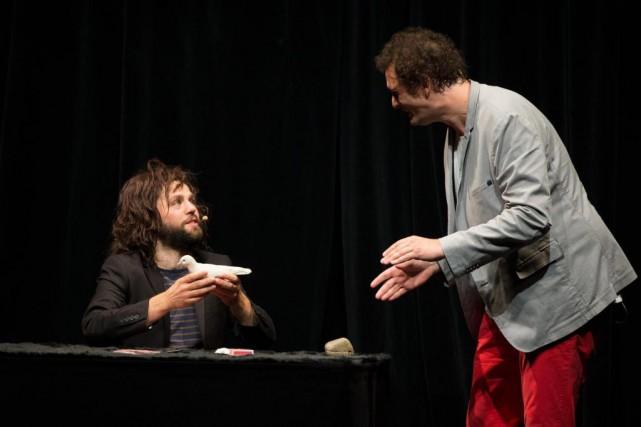Éric Antoine et Yann Frisch pendant le spectacleRêveurs... (PHOTO OLIVIER JEAN, LA PRESSE)