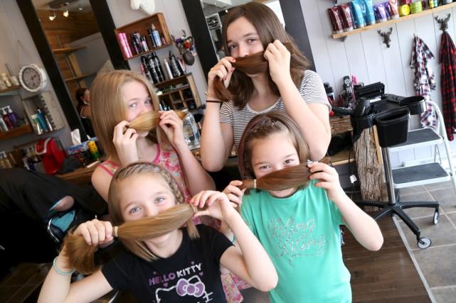Les quatre filles, au salon de coiffure Le... (Janick Marois)