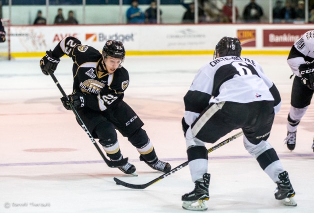 Alex Dostie a signé un tout premier contrat... (Photo Islanders de Charlottetown)