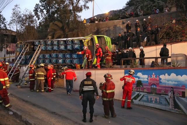 Au moins neuf personnes ont été tuées et 48 autres blessées, dont deux... (PHOTO AFP)