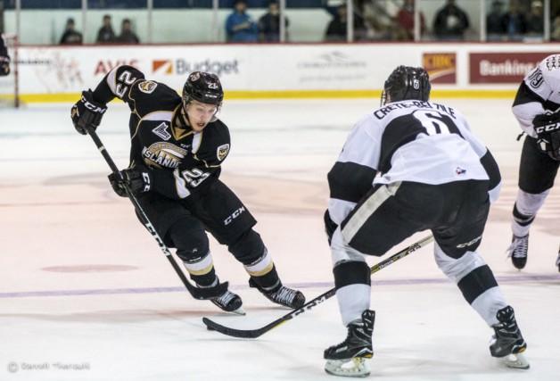 Alex Dostie a signé un premier contrat dans... (Islanders de Charlottetown)