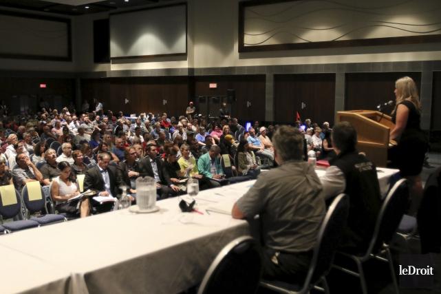 Plus de 300 personnes ont assisté lundi à... (Patrick Woodbury, Le Droit)