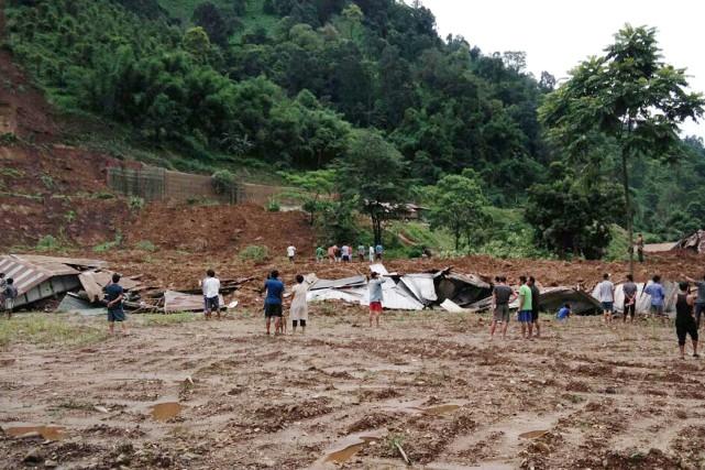 Des inondations et des glissements de terrain ont... (Photo AFP)