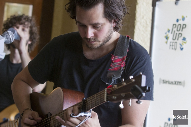 Matt Holubowski a interprété cinq chansonslors d'un Pop-Up... (Le Soleil, Caroline Gregoire)