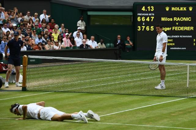 Milos Raonic (à droite) avait mis Roger Federer... (Photo Glyn Kirk, archives AFP)