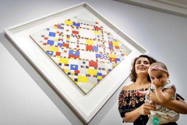 Une mère et son bébé assistent à la... (AFP)