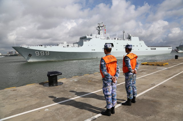 Des membres de la marine chinoise ont quitté... (AP)