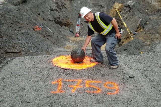 Vendredi dernier, Excavations Lafontaine a découvert, au coin... (Facebook)