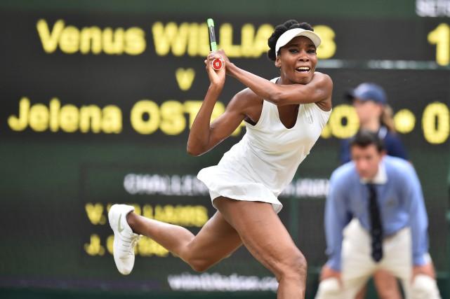 À 37 ans, Venus Williams est la joueuse... (Photo Glyn Kirk, AFP)