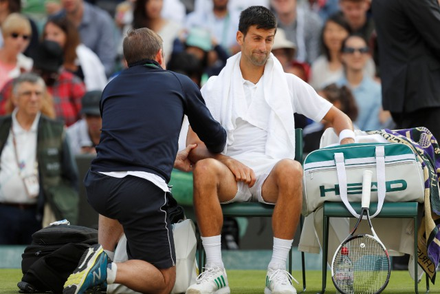 Novak Djokovic a abandonné face à Tomas Berdychlors... (Photo Matthew Childs, Reuters)