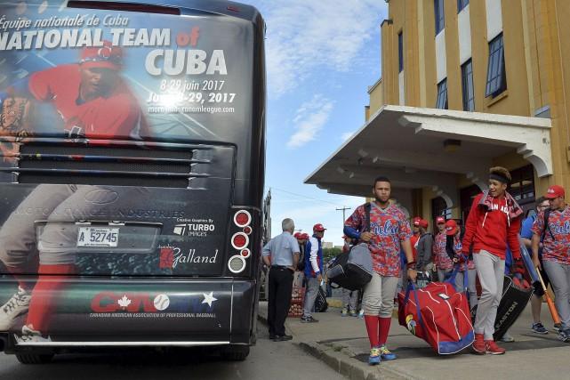 L'équipe cubaine, à son arrivée auStade Canac... (Le Soleil, Pascal Ratthé)