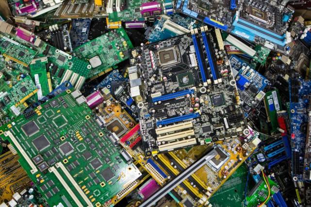Le programme de récupération de déchets électroniques québécois... (PHOTO SIMON GIROUX, LA PRESSE)