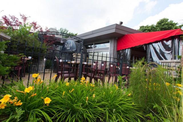 La terrasse du restaurant Nolah, à Dollard-des-Ormeaux... (Photo Olivier Jean, La Presse)