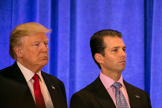 Donald Trump et son fils Donald Trump Jr.... (ARCHIVES AP)