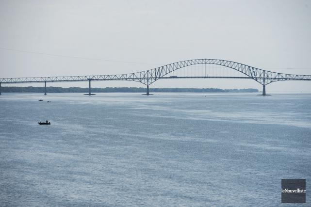 Les 50 ans du pont Laviolette soulignés de part et d'autre du fleuve... (Photo Stéphane Lessard Le Nouvelliste)