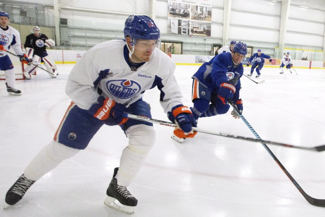 Andrew Ference... (PHOTO ARCHIVES LA PRESSE CANADIENNE)
