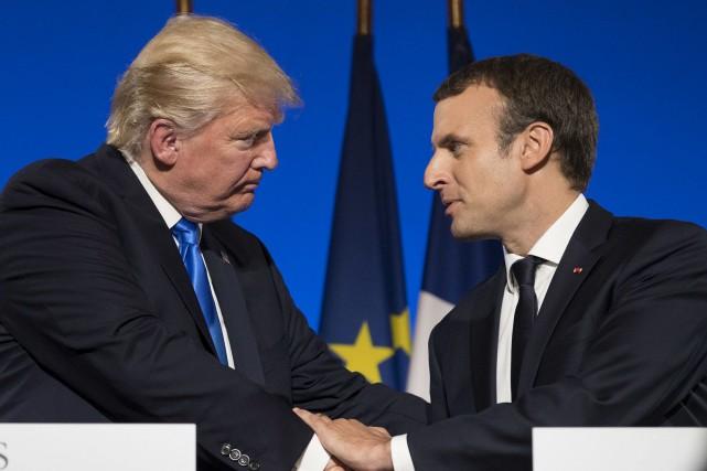 Le président Emmanuel Macron célébrera aujourd'hui son premier 14 juillet, la... (Associated Press)