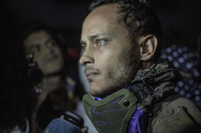 Perez a parlé brièvement à des journalistes au... (PHOTO INAKI ZUGASTI, AFP)