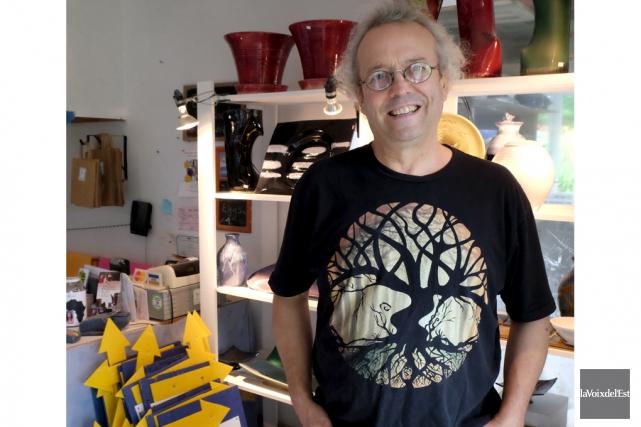 Le potier RobertChartier dans son atelier de Bolton-Ouest.... (Alain Dion, La Voix de l'Est)