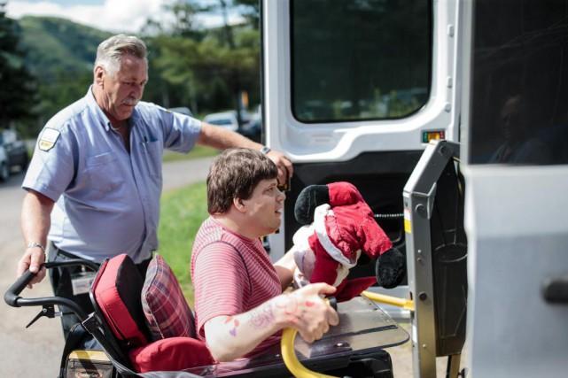 Maxime Jacob, 37ans, qui souffre de plusieurs handicaps... (Photo Edouard Plante-Fréchette, La Presse)