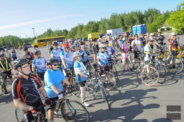 C'est le départ du Tour à vélo pour... (Photo Le Quotidien, Gimmy Desbiens)
