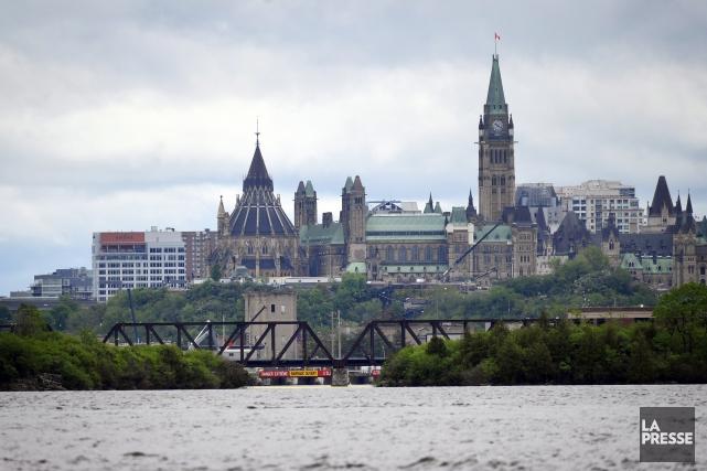 Cinq employés du Service canadien du renseignement de sécurité (SCRS)... (Archives La Presse)