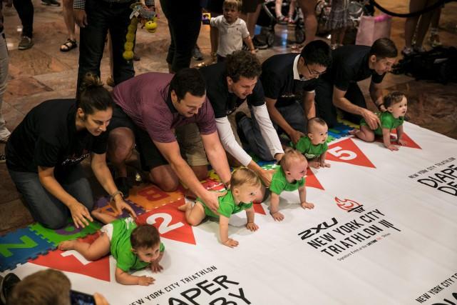 La trentaine de bébés participant à cette course... (AFP, Dominick Reuter)