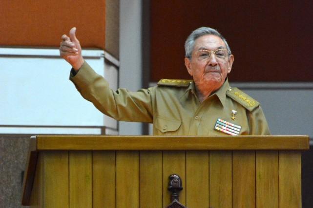 Raul Castro... (Photo JORGE BELTRAN, archives Agence France-Presse)
