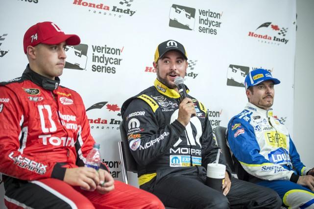 Le sourire facile après avoir obtenu la pole,... (Matthew Manor, NASCAR)
