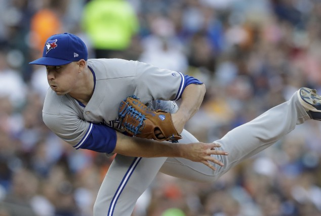 Le lanceur des Blue Jays de Toronto, Aaron... (Associated Press)