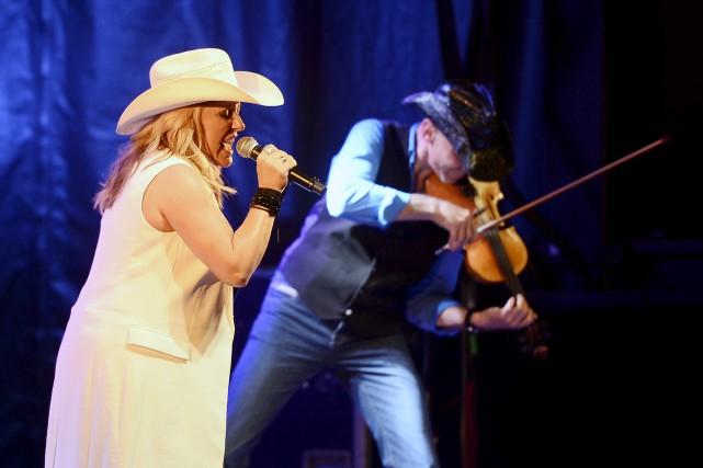 La chanteuse a offert un spectacle sans temps... (Photo Le Progrès, Jeannot Lévesque)