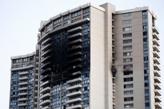 Le feu s'est déclaré dans un édifice de... (AFP, Kent Nishimura)
