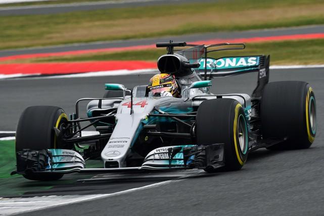 Lewis Hamilton... (PHOTO BEN STANSALL, AGENCE FRANCE-PRESSE)