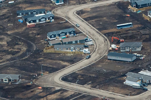 Un quartier dévasté de Fort McMurray photographié en... (PHOTO Robyn Beck, archives AFP)