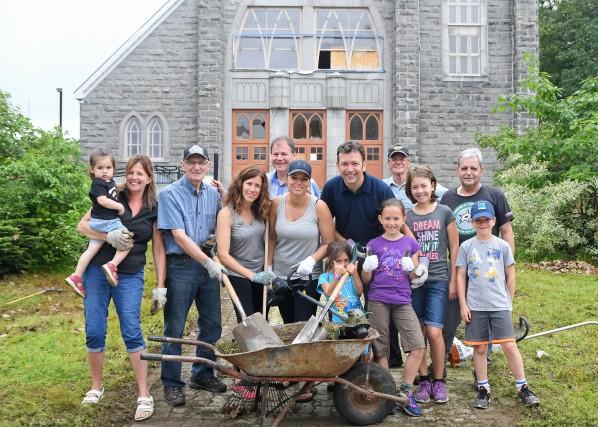 Certains des bénévoles qui ont participé samedi à... (Andréanne Lemire)