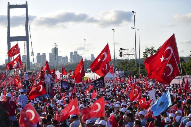 Des milliers de Trucs se sont réunies sur... (AFP, Yasin Akgul)
