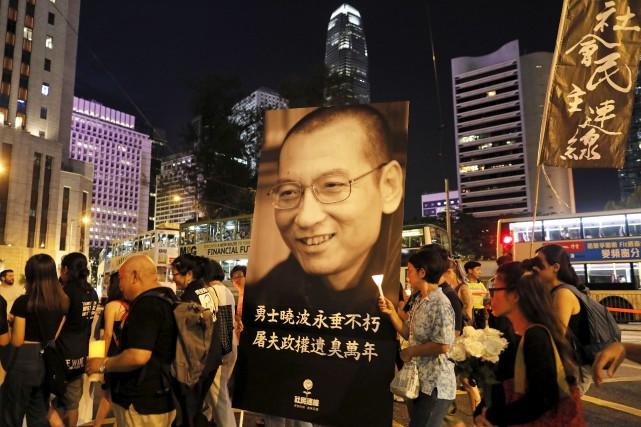 Samedi soir, à Hong Kong, plusieurs milliers de... (AP, Vincent Yu)