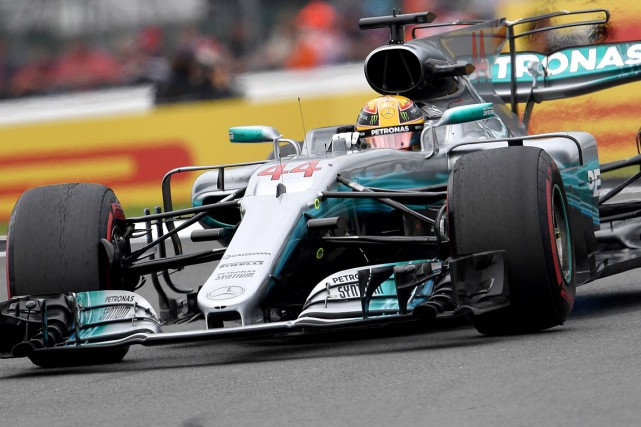 Lewis Hamilton... (PHOTO ANDREJ ISAKOVIC, AGENCE FRANCE-PRESSE)