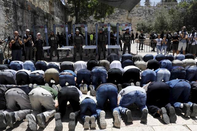 Plusieurs musulmans ont refusé d'entrer dans l'esplanade des... (AFP, Menahem Kahana)