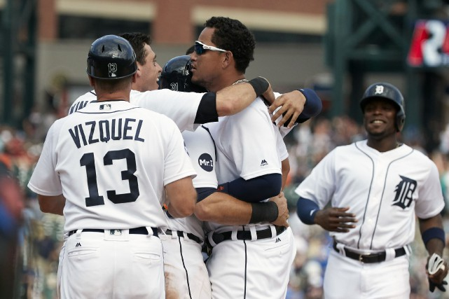 Miguel Cabrera a soutiré un but sur balles... (Photo USA Today Sports)