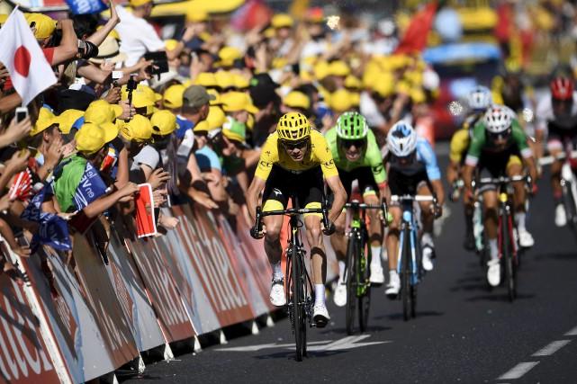 Le Britannique Chris Froome a conservé le maillot... (AFP, Lionel Bonaventure)
