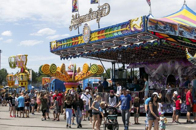 Les organisateurs de l'Expo de Trois-Rivières dressent un... (Olivier Croteau)
